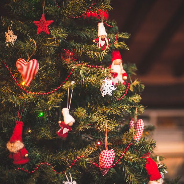 Best Unlit Christmas Tree – Reviews & Buying Guide